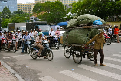how to cross Vietnamese traffic