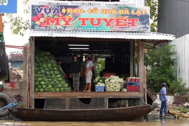 Shopping on the Mekong Delta