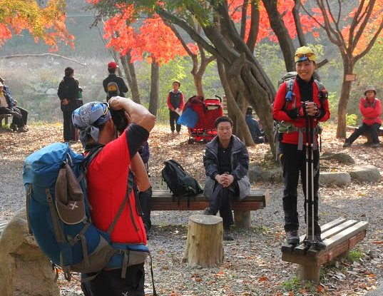 best dressed koreans hikers, hiking in korea