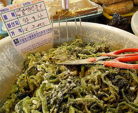 scary asian foods, seaweed seller, traditional markets in korea