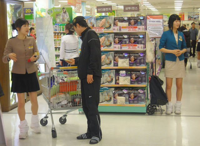 sales girls at stores, promotional girls in korea, korean stores, western friendly stores in korea, stores for expats in korea, English stores in Korea, where can an expat in Korea go to get food from home