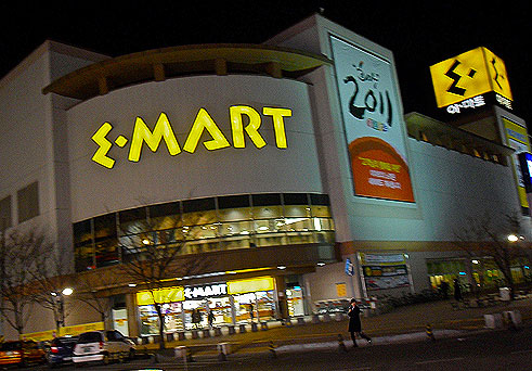 emart store, korean stores, western friendly stores in korea, stores for expats in korea, English stores in Korea, where can an expat in Korea go to get food from home, department stores in korea