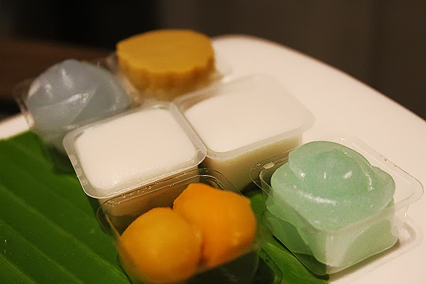 Thai snacks and desserts