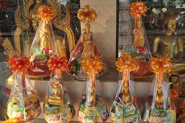 monk gift baskets, thai buddhist monks, thai buddhist monk life, daily life for monks