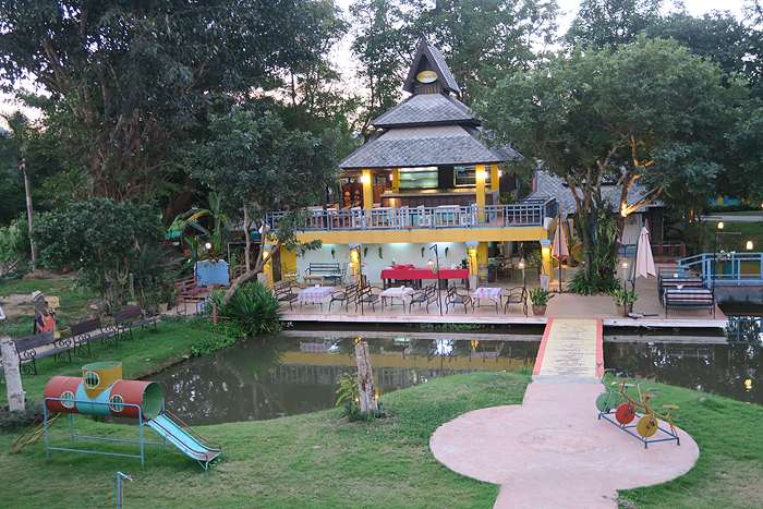 theme cafes in Pai