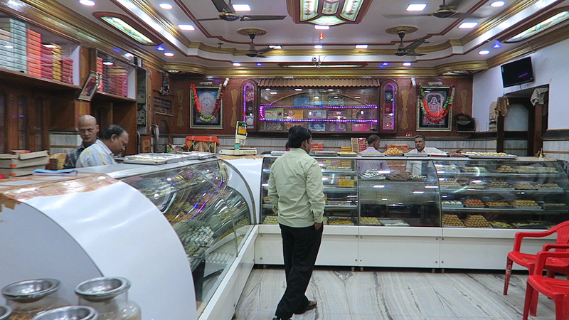 5 must try street foods in Varanasi,  Shree Rajbandhu Sweets