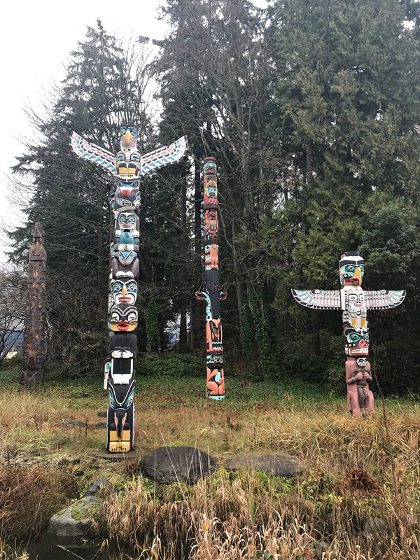 stanley park totem poles, best things to do in vancouver, vancouver travel guide